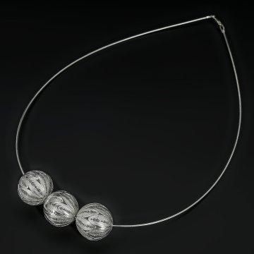 Серебряное колье Ажурные шары