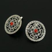 Серебряные серьги с гравировкой (камень - коралл)