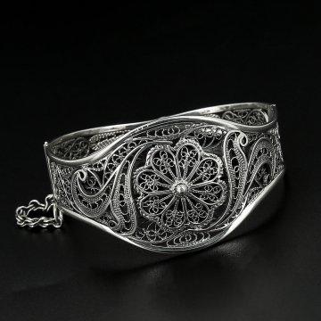 Серебряный браслет Кружевные цветы
