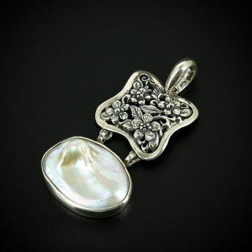 Серебряный кулон с филигранью (барочный жемчуг)