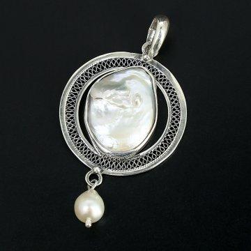 Серебряный кулон с филигранью (камень - барочный жемчуг)