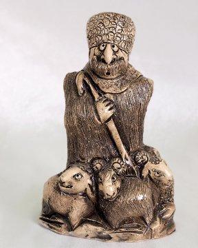 """Подарочная статуэтка ручной работы """"Чабан в горах"""" обожженная глина"""