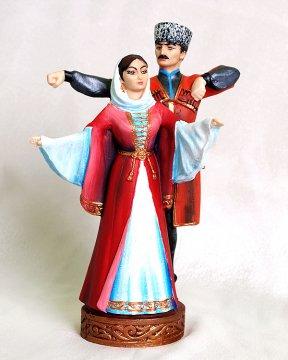 """Подарочная статуэтка ручной работы """"Джигит и горянка в танце"""" №1 обожженная глина"""