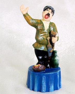 """Подарочная статуэтка ручной работы """"Тамада на свадьбе"""" обожженная глина"""