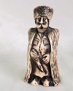 """Подарочная статуэтка ручной работы """"Горец в папахе и бурке"""" обожженная глина"""