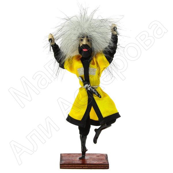 """Сувенирная кукла-композиция на деревянной подставке """"Джигит с кинжалами"""""""