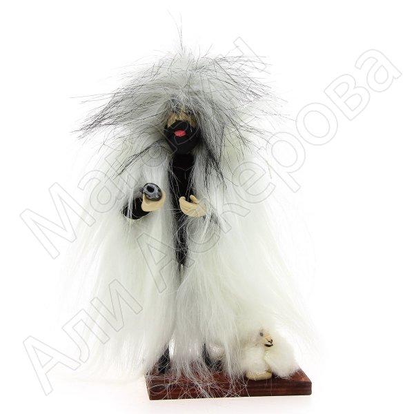 """Сувенирная кукла-композиция на деревянной подставке """"Чабан с барашком"""""""