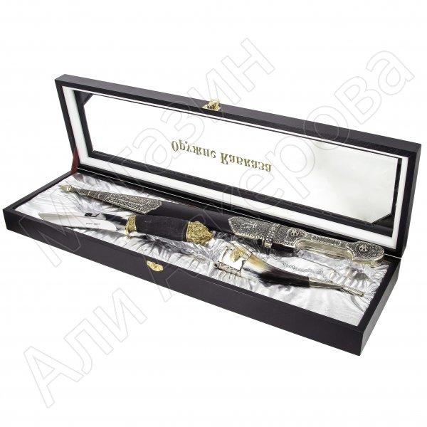 Кизлярский подарочный набор №23 : кинжал с алмазной огранкой, нож разделочный и бычий рог