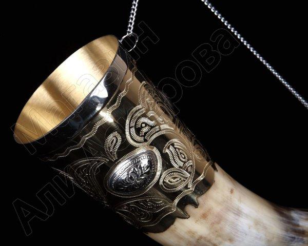 Кавказский рог бычий (отделка - латунь и мельхиоровые медальоны)