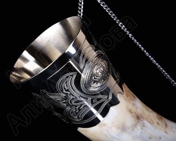 Кавказский рог бычий с пиалой (отделка - мельхиор и мельхиоровые медальоны)