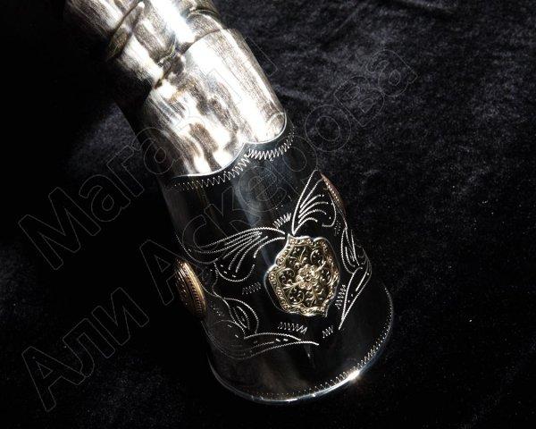 Элитный рог кавказского тура мельхиоровый с медальонами и орнаментом №1 (70-80 см)