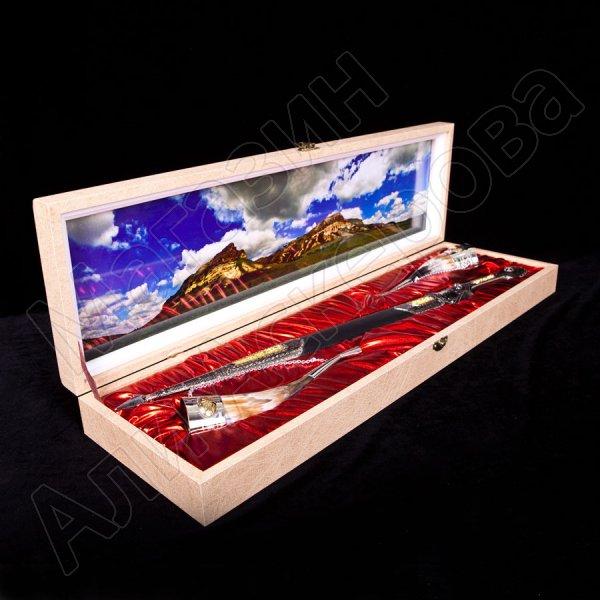Кубачинский подарочный набор №2: кинжал с позолоченными вставками и 2 бычьих рога