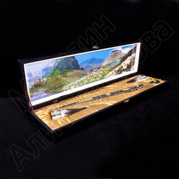 Кубачинский подарочный набор: кинжал с позолоченными вставками и 2 бычьих рога