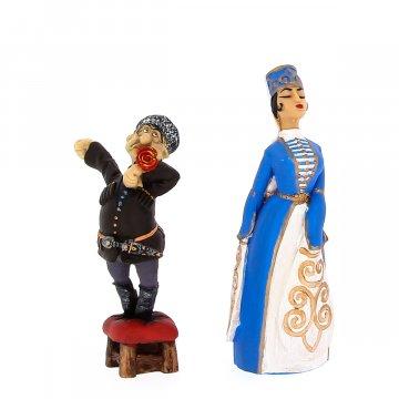 """Подарочная статуэтка ручной работы """"Пара с табуретом"""" (обожженная глина)"""