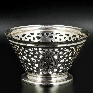 Серебряная конфетница Кубачи ручной работы